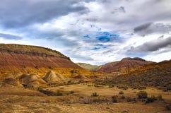 De bergen van Emel Aktau van Altyn in Kazachstan Royalty-vrije Stock Afbeeldingen