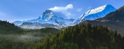 De bergen van Georgië Stock Afbeeldingen