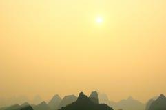 De Bergen van het Kalksteen van Guilin Stock Afbeeldingen