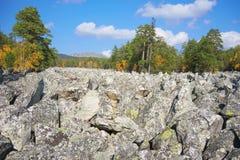 De bergen van het Zuidelijke Oeralgebergte Rusland royalty-vrije stock foto