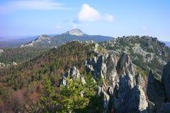 De bergen van het Zuidelijke Oeralgebergte Rusland stock fotografie