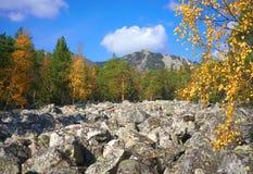 De bergen van het Zuidelijke Oeralgebergte Rusland stock foto's