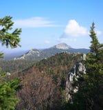 De bergen van het Zuidelijke Oeralgebergte Rusland royalty-vrije stock afbeelding