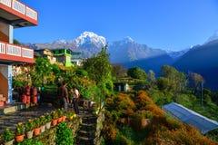 De Bergen van Himalayagebergte, mening van Ghandruk, Nepal Stock Foto's