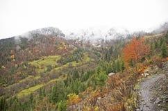 De bergen van de Kaukasus stock foto