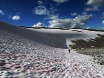 De Bergen van de Kaukasus, Georgië, mening van skitoevlucht Gudauri Bergen toerisme rust royalty-vrije stock foto's