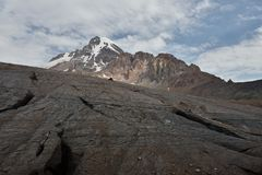 De bergen van de Kaukasus, piekkazbeg, Georgië stock afbeeldingen