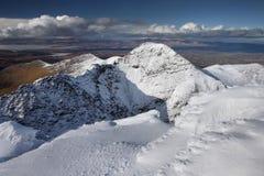 De bergen van Kerry met sneeuw worden behandeld die Royalty-vrije Stock Afbeelding