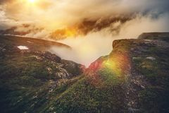 De Bergen van Noorwegen in Wolken Stock Afbeelding