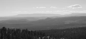De bergen verdwijnen in de afstand Royalty-vrije Stock Fotografie
