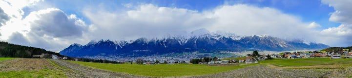 De Bergenalpen van panoramainnsbruck Oostenrijk stock foto's