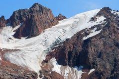 De bergenlandschap van Alma Ata op de zomerdag Stock Foto