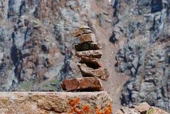 De bergenlandschap van Alma Ata op de zomerdag Stock Fotografie