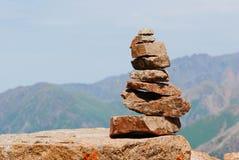 De bergenlandschap van Alma Ata op de zomerdag Stock Afbeelding