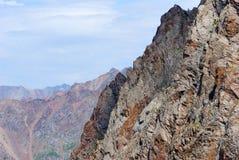 De bergenlandschap van Alma Ata op de zomerdag Stock Foto's