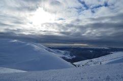 De bergenlandschap van de winter Stock Afbeeldingen