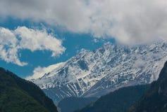 De bergenlandschap van Georgië Stock Afbeeldingen