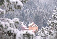 De berghuis van de winter Royalty-vrije Stock Foto