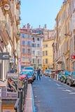 De bergiga gatorna av Marseille arkivbilder