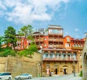 De bergiga grannskaparna av Tbilisi Arkivfoton