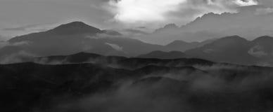 De bergketen in smokey zet op Royalty-vrije Stock Fotografie