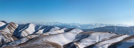 De bergketen van de Kaukasus Het hoogste punt, de piek Panora Stock Foto's