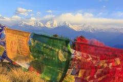 De bergketen van Himalayagebergte met bidt vlaggen, mening van Poonhill, fam Royalty-vrije Stock Afbeeldingen