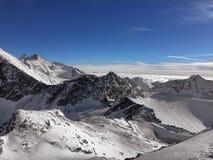 De berglandschap van alpen De mooie winter Tirol in Stubaier Gletscher, Oostenrijk Stock Foto's