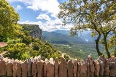 De berglandschap van Catalonië van Tavertet dorp, Spanje wordt gezien dat royalty-vrije stock foto