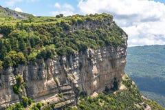 De berglandschap van Catalonië van Tavertet dorp, Spanje wordt gezien dat stock fotografie