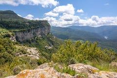 De berglandschap van Catalonië van Tavertet dorp, Spanje wordt gezien dat royalty-vrije stock afbeelding