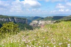 De berglandschap van Catalonië van Tavertet dorp, Spanje wordt gezien dat royalty-vrije stock fotografie