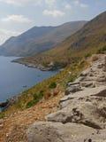 De berglandschap van de kust Stock Fotografie
