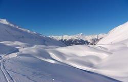 De berglandschap van de sneeuw Royalty-vrije Stock Afbeeldingen