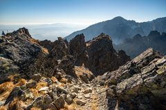 De berglandschap van de herfst Nationale reserve Karadag Tatranska Lomnica stock afbeeldingen