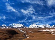 De berglandschap van Himalayagebergte in Ngari, Westelijk Tibet royalty-vrije stock foto