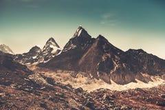 De berglandschap van Himalayagebergte Trekking in Nepal stock foto's