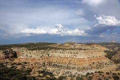 De berglandschap van San Rafael Swell met wolken en met ruimtet Stock Afbeeldingen