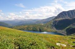 De bergmeer van de herfst Stock Fotografie