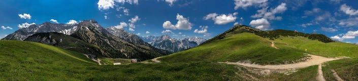 De bergmening van de alp over Tirol, Oostenrijk Stock Foto
