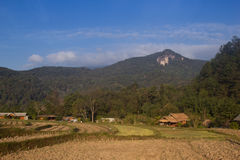 De bergmening van Doiinthanon en blauwe hemel Chiang Mai Thailand Stock Foto's