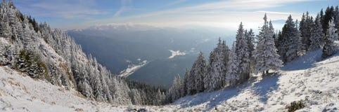De bergpanorama van de winter royalty-vrije stock afbeeldingen