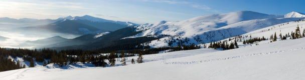 De bergpanorama van de winter Stock Foto