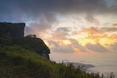 De bergpiek van Phuchee fah bij zonsopgang Royalty-vrije Stock Foto's