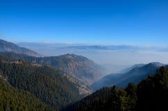 De bergpieken van Himalayagebergte op Weg tussen Murree en Nathia Gali North Pakistan worden gezien dat Stock Foto
