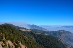 De bergpieken van Himalayagebergte op Weg tussen Murree en Nathia Gali North Pakistan worden gezien dat Royalty-vrije Stock Fotografie