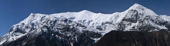 De bergrand van Annapurna in sneeuw Royalty-vrije Stock Fotografie
