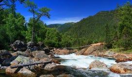 De bergrivier royalty-vrije stock afbeeldingen
