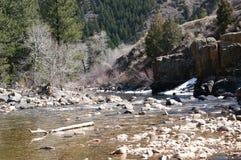 De bergrivier van de lente Stock Afbeelding