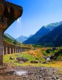 De bergweg en brug van Transfagarasan royalty-vrije stock afbeelding